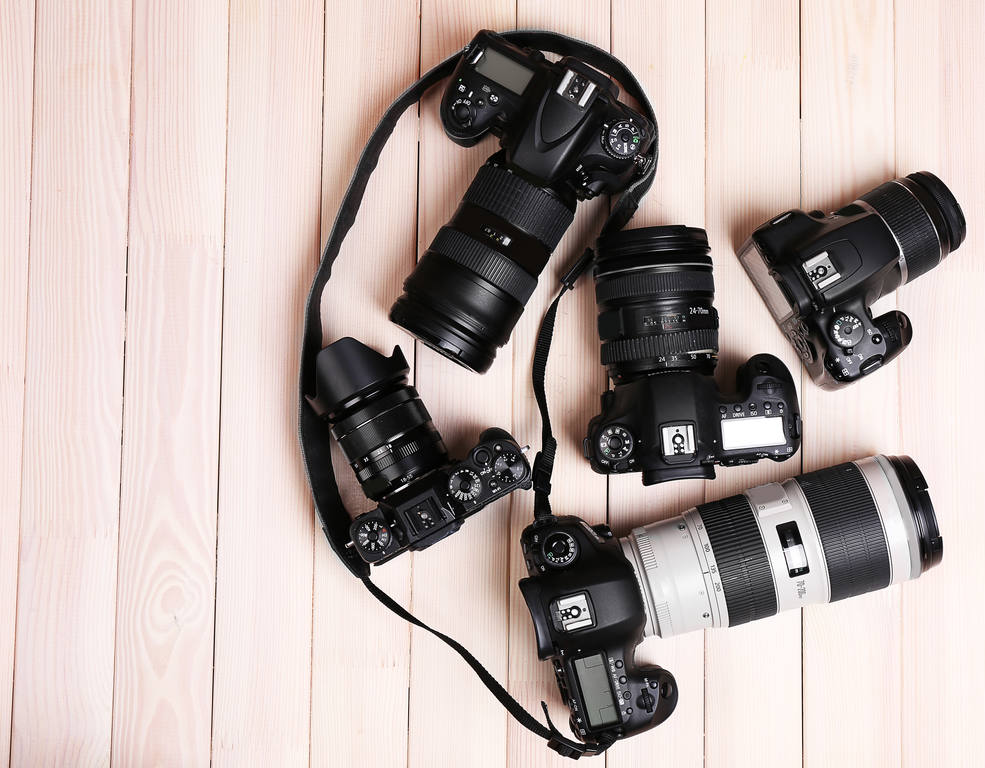 Simple tips for taking great wedding photos by yourself and a tip on how to easily send large photo files and folders online: get your camera prepared