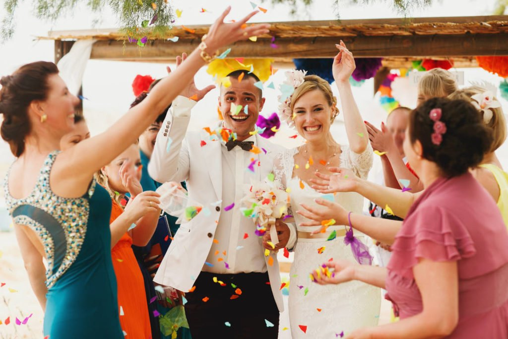 Simple tips for taking great wedding photos by yourself and a tip on how to easily send large photo files and folders online: notice people's reactions