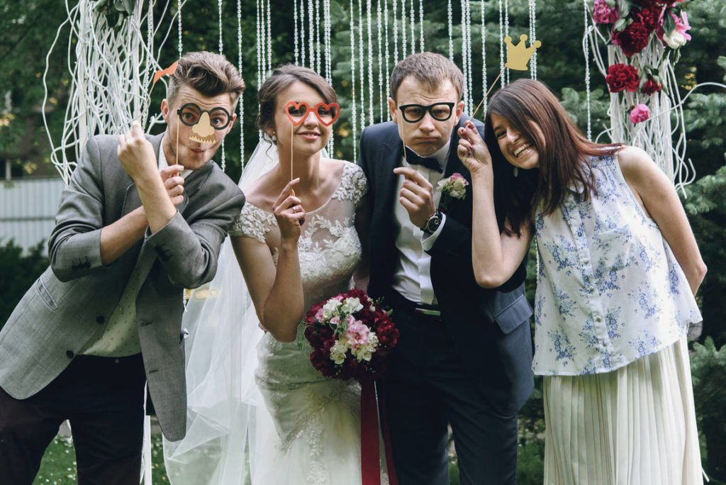 Simple tips for taking great wedding photos by yourself and a tip on how to easily send large photo files and folders online: photos with friends