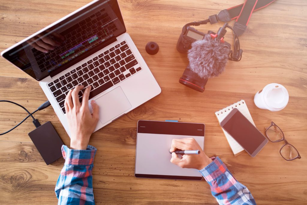 Check out some secrets for a successful video editing process: the right video editing accessories