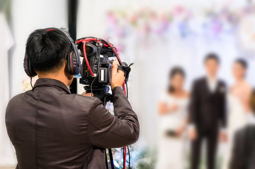 If you are you a wedding videographer, do not miss the secrets from professionals to help you learn how to work with and send large wedding video files over the internet.